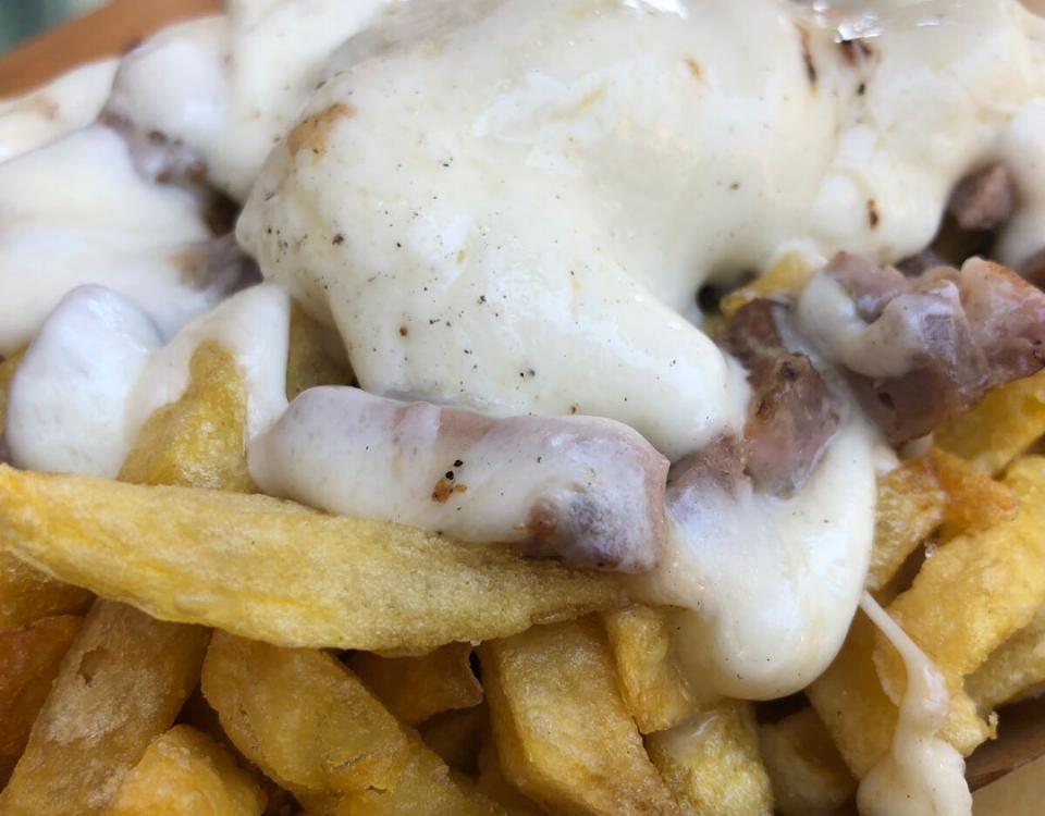 patatine fritte salsiccia e provola