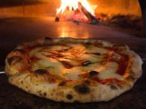 pizza-margherita-farina-pizzeria-pub-paninoteca-pizza-napoletana-roma-tiburtina-e1495898983523