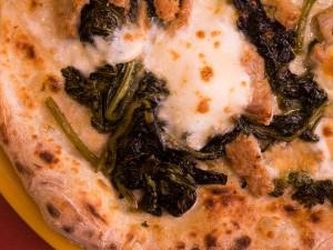 pizza-salsiccia-friarielli-farina-pub-pizzeria-napoletana-roma-tiburtina